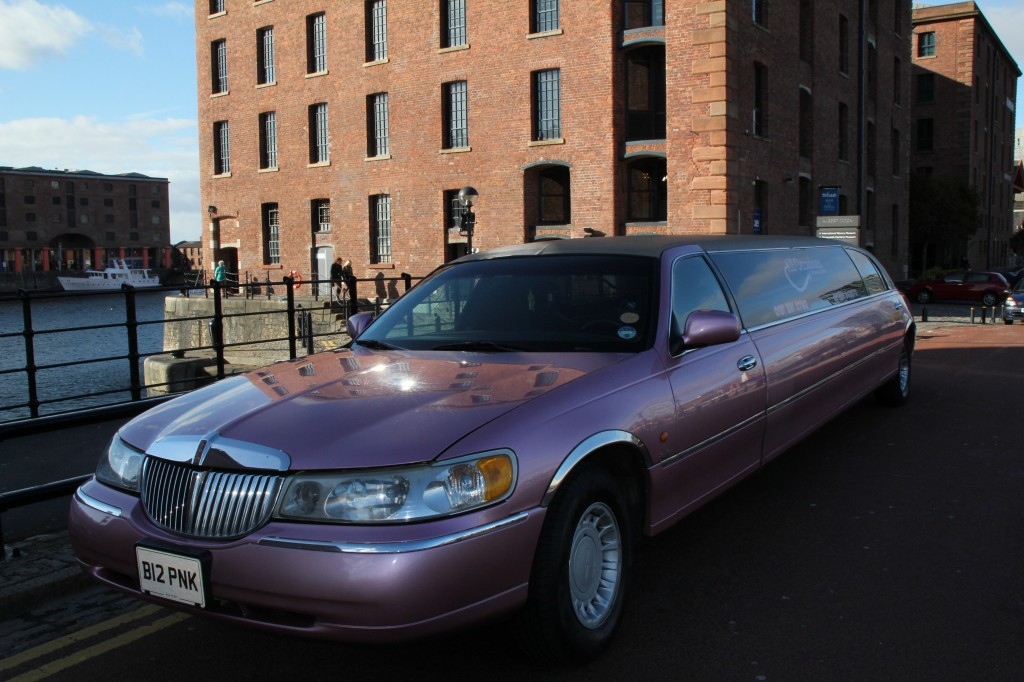 Limousine Hire Liverpool | Pink Limo Hire Liverpool | Hen Party